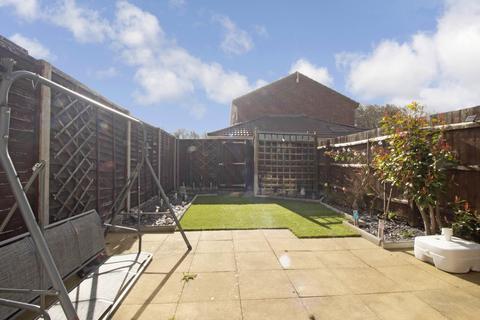 2 bedroom terraced house for sale - Holcroft, Orton Malborne, Peterborough, Cambridgeshire, PE2