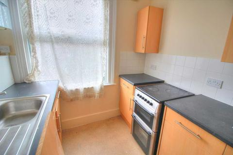 2 bedroom apartment to rent - Lichfield Road, London