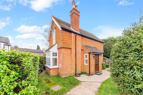 3 bedroom detached house for sale - Deans Lane, Walton on the Hill, KT20
