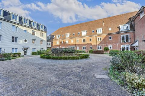 3 bedroom apartment for sale - Wingfield Court, Banstead