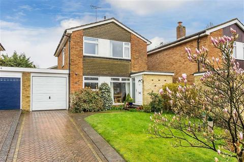 3 bedroom detached house for sale - Hazelwood Road, Oxted, Surrey
