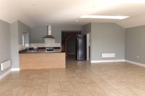 4 bedroom semi-detached house to rent - Llys Dulas