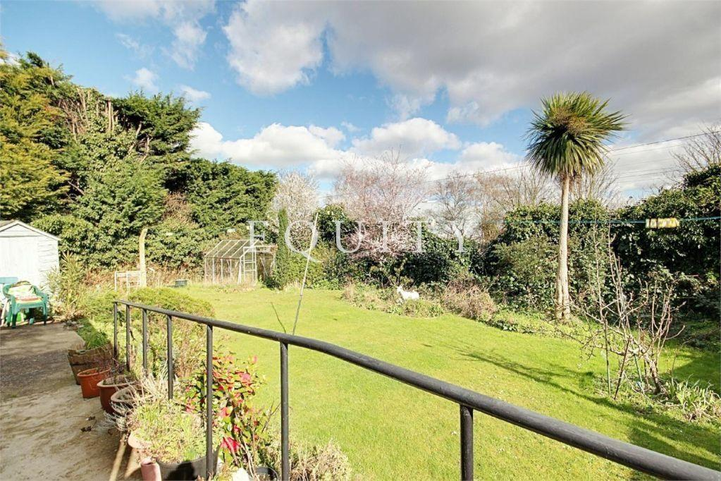 Avondale Crescent Enfield En3 3 Bed End Of Terrace House