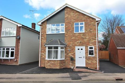 4 bedroom detached house for sale - Longmead Avenue, Chelmsford, Essex, CM2