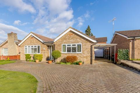 3 bedroom detached bungalow for sale - Flower Crescent, Ottershaw, KT16