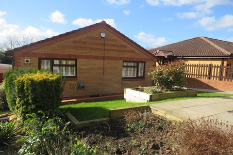 2 bedroom detached bungalow for sale - Wootton Brook Close, East Hunsbury, Northampton, NN4