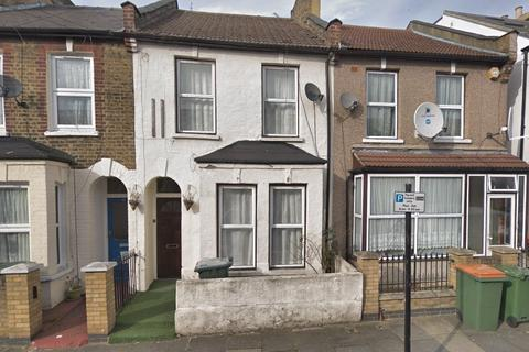 3 bedroom terraced house to rent - Studley Road, London, E7