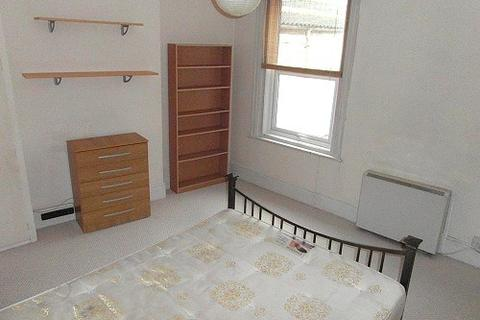 Flat to rent - Room 2, 1 Charlecote Road, BN11