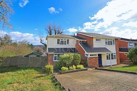 4 bedroom detached house to rent - Spacious Spinfield family home