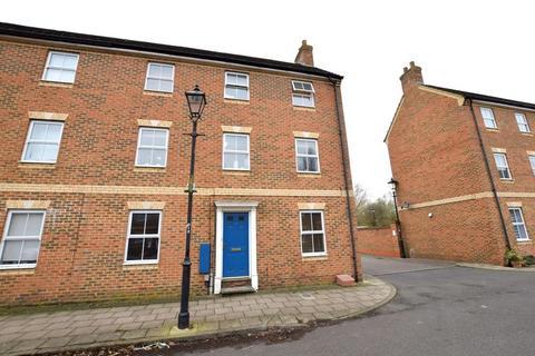 3 bedroom end of terrace house for sale - Queensgate, Aylesbury