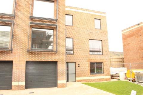 3 bedroom townhouse to rent - Swallow Court, Swansea SA1 DEVELOPMENT