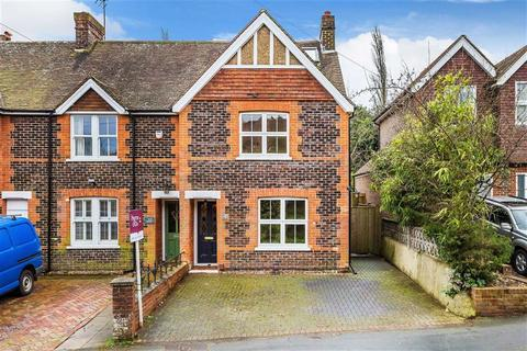 3 bedroom end of terrace house for sale - Barrow Green Road, Oxted, Surrey