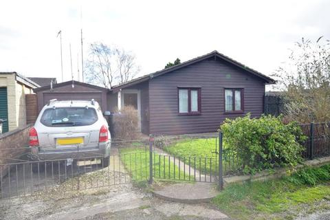 2 bedroom detached bungalow for sale - Crown Lane, Rothwell, Kettering