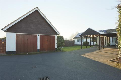 5 bedroom detached bungalow for sale - Churchill Close, Arnold, Nottinghamshire, NG5 6QG
