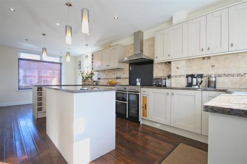 4 bedroom townhouse for sale - Kingston Road, Willerby, Hull