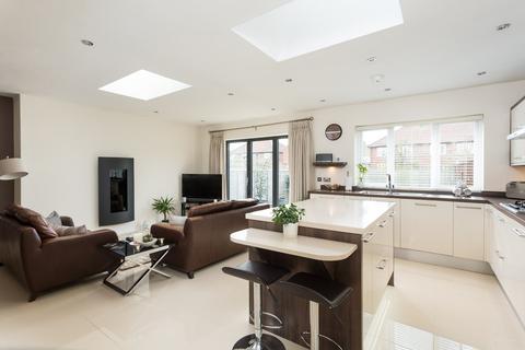 2 bedroom semi-detached bungalow for sale - Woodlands Grove, York, YO31