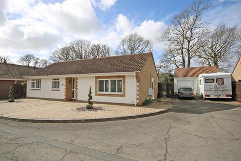 3 bedroom detached bungalow for sale - Spinney Way, New Milton