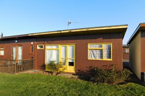 2 bedroom chalet for sale - Links Avenue, Mablethorpe, LN12 1QN