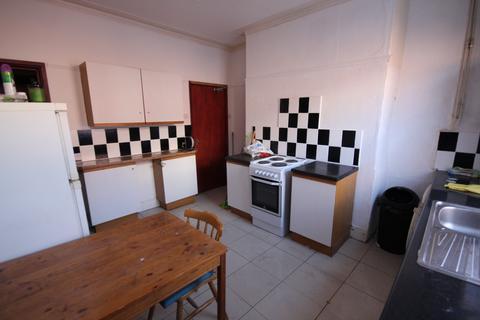 4 bedroom terraced house to rent - Sandhurst Road, Leeds, West Yorkshire, LS8