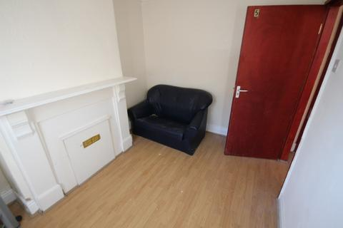 4 bedroom terraced house to rent - Sandhurst Road, Leeds, West Yorkshire, LS8