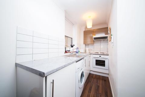 Studio to rent - Aldersgate Court, 30 Bartholomew Close, Barbican, London, EC1A