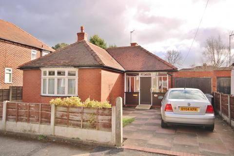 2 bedroom detached bungalow for sale - Meriton Road, Handforth