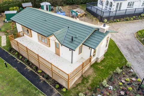 2 bedroom lodge for sale - Datchworth Hertfordshire