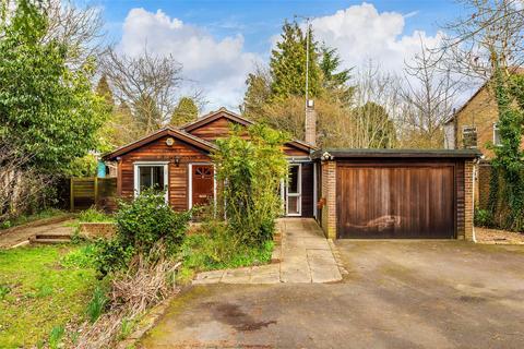 3 bedroom detached bungalow for sale - Greenhurst Lane, Oxted, Surrey, RH8