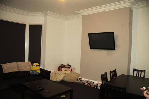 6 bedroom terraced house to rent -  Victoria Road,  Leeds, LS6