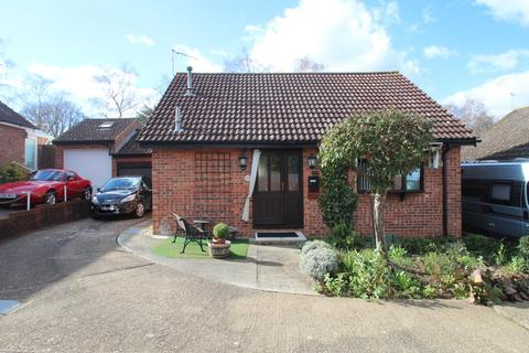 2 bedroom bungalow for sale - RIVERSIDE,COLCHESTER