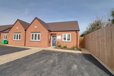 2 bedroom bungalow for sale - Thornton, Chalfont Drive