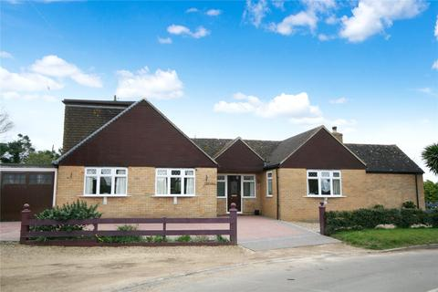 4 bedroom bungalow for sale - Elmstone Hardwicke, Cheltenham, GL51
