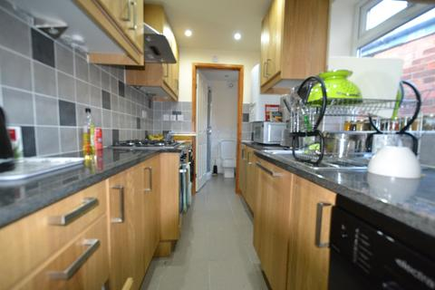 4 bedroom terraced house to rent - Fantastic Newly Refurbished 4 Double Bedroom House, 2 Bathroom, Selly Oak 2019 - 2020