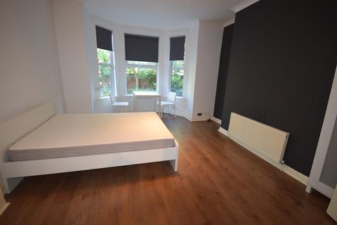 Studio to rent - 2 Sandy Grove, Salford, Manchester M6 8QX