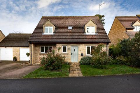 3 bedroom detached house for sale - Monks Close, Carterton, Oxfordshire