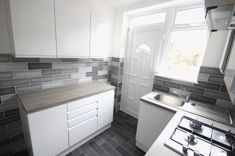 3 bedroom flat to rent - Vesper Way, Kirkstall, Leeds