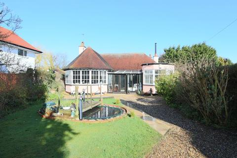 2 bedroom detached bungalow for sale - Hall Road, Lowestoft