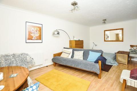 Property to rent - Columbus Gardens, Northwood