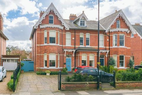 6 bedroom semi-detached house for sale - East Parade, York