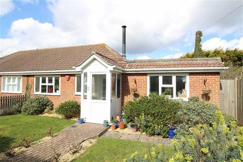 2 bedroom bungalow for sale - Barton on Sea, Hampshire