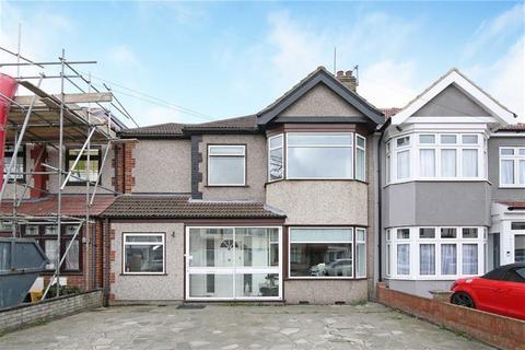 3 bedroom semi-detached house for sale - Rushden Gardens, Clayhall, Essex