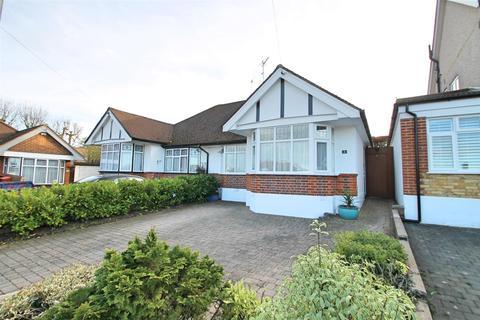 2 bedroom semi-detached bungalow for sale - Castle Close, Bushey