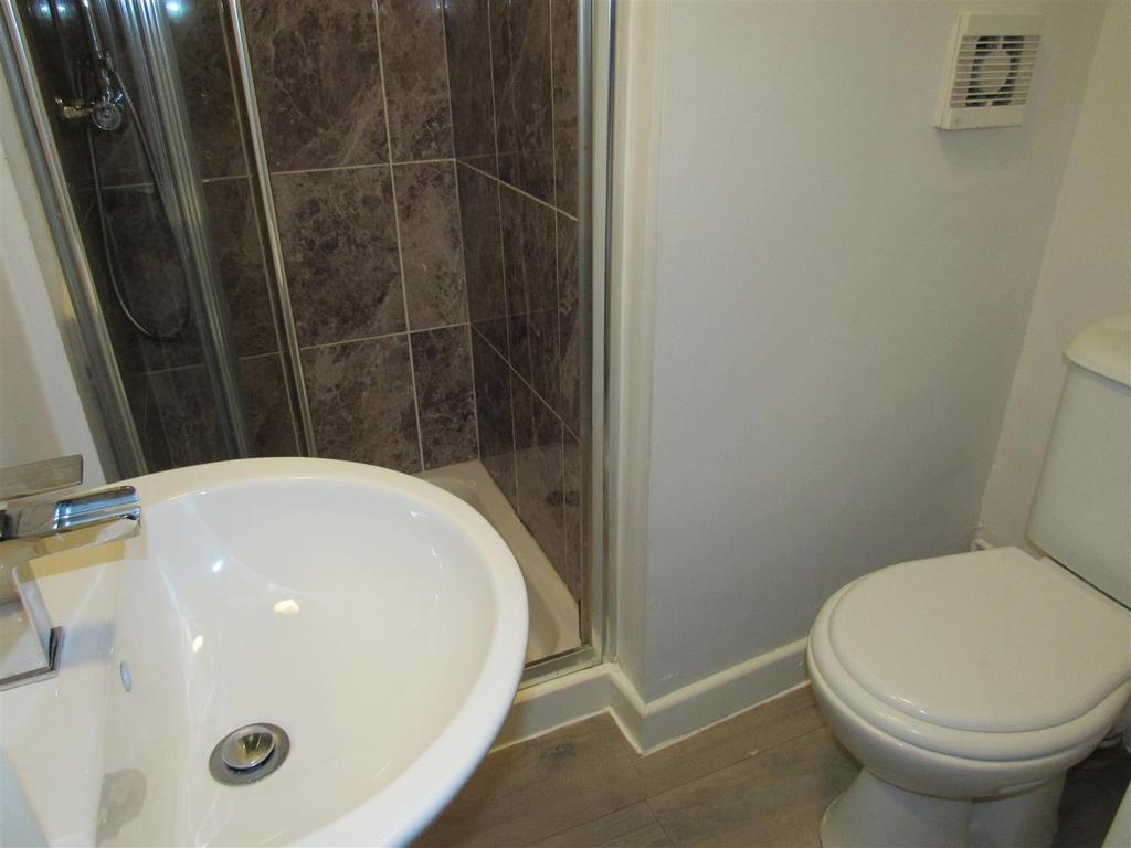 Guest Cloakroom/Shower Room