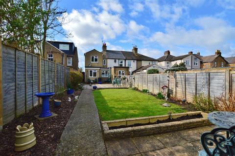 3 bedroom end of terrace house for sale - Milner Road, Burnham, Slough