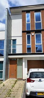 3 bedroom townhouse to rent - COMMONWEALTH AVENUE, BESWICK, M11 3NU