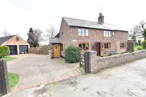4 bedroom cottage for sale - Aldford Road, Huntington