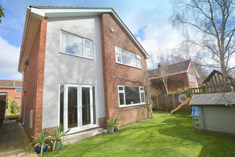 4 bedroom detached house for sale - Lytchett Drive, Broadstone