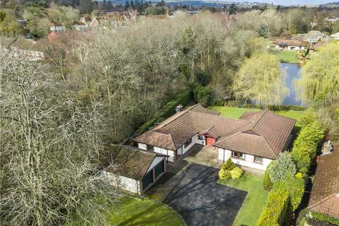 4 bedroom bungalow for sale - Greywaters Drive, Bramley, Guildford, Surrey, GU5