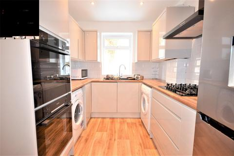 6 bedroom detached house to rent - Moorfield Grove, Moordown