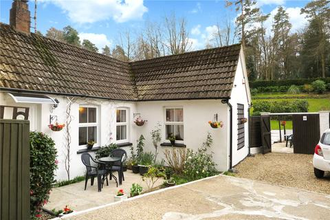 2 bedroom detached bungalow for sale - Beech Hill Road, Arford, Headley, Hampshire, GU35